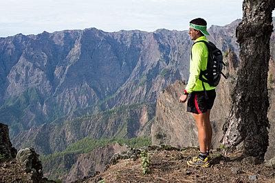 Trail Running - p608m1118776 von Jens Nieth