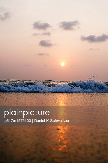 Abend am Strand in Goa - p817m1573100 von Daniel K Schweitzer