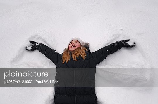 Snow angel - p1237m2124992 by Paul W. Nähr