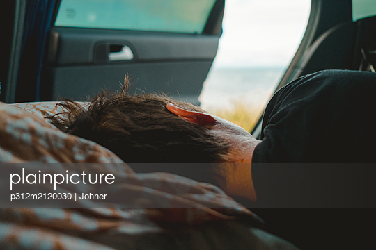 Person sleeping in car - p312m2120030 by Johner