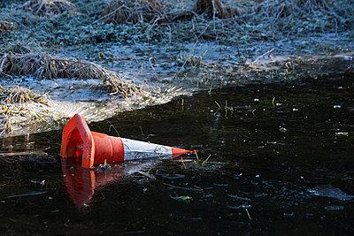Pylon im Eis - p1057m882824 von Stephen Shepherd