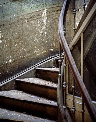 Verfallenes Treppenhaus - p1060m912093 von Jens Windolf