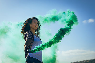 Young woman holding a smoke maker - p1315m2118009 by Wavebreak