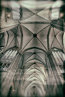 Gothic ceiling construction in Cologne Cathedral - p401m2128116 by Frank Baquet