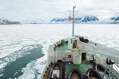 Breaking ice in Leifdefjord, Svalbard Archipelago, Norway, Arctic, Scandinavia, Europe - p8712955 by Michael DeFreitas