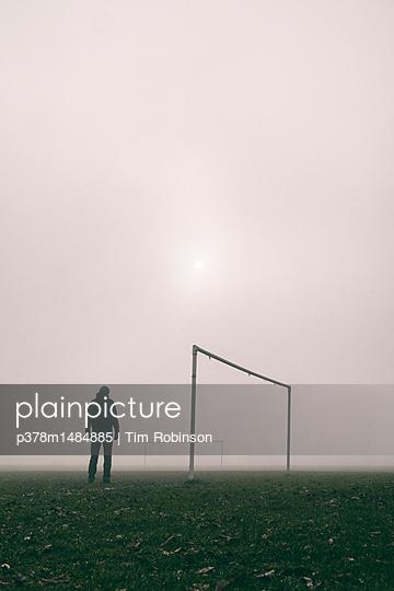 Man on football pitch - p378m1484885 by Tim Robinson