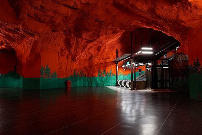 """Schweden, Stockholm, U-Bahn Station Solna Centrum, """"Secret Hell"""" - p1578m2175338 von Marcus Hammerschmitt"""