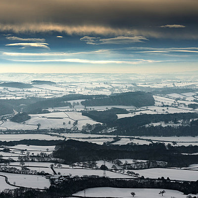 Snow covered landscape; The Wrekin; Shropshire; UK - p429m859844 by Ross Woodhall