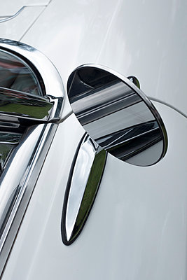 American car wing mirror - p1228m1466072 by Benjamin Harte