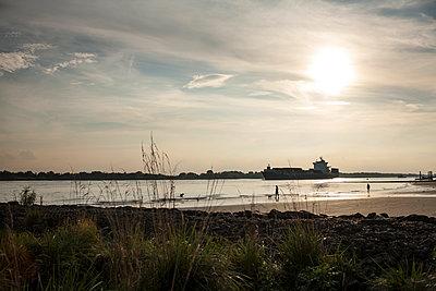 Elbstrand bei Sonnenuntergang - p1386m1452183 von beesch