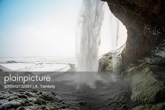 Iceland, South Iceland, Seljalandsfoss waterfall - p300m2132557 by A. Tamboly