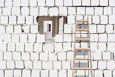 Hole in the wall - p1093m891944 by Sven Hagolani