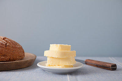 Brot und Butter - p454m1000984 von Lubitz + Dorner