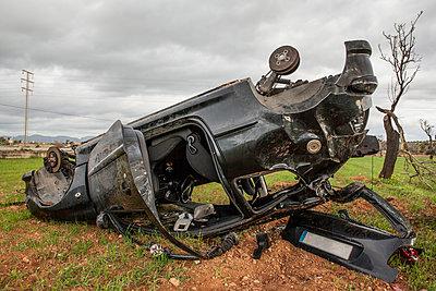 Spain, Mallorca, car wreck lying upside down on a field - p300m2103638 von Pascal Miller