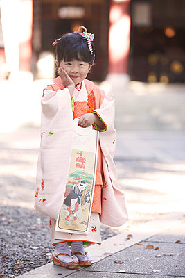 Japanese girl at Seven-Five-Three ceremony - p307m887706f by Imaggio