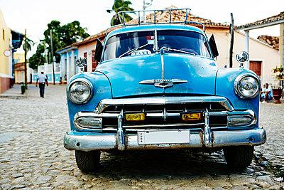 Vintage car parked on street - p312m1103761f by Magnus Ragnvid