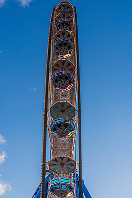 Ferris wheel - p401m1225591 by Frank Baquet