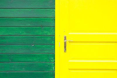 Grüngelbe Wand - p3450222 von Rainer Gollmer