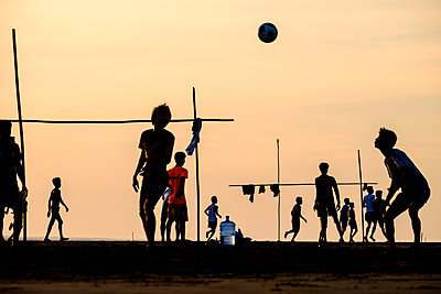People playing football at Viewpoint, a panorama on the Kaladan river, Sittwe, Rakhaing state, Myanmar , Asia - p871m1174608 by Nathalie Cuvelier
