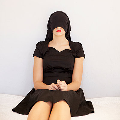 Young woman wearing black dress - p1105m2128805 by Virginie Plauchut