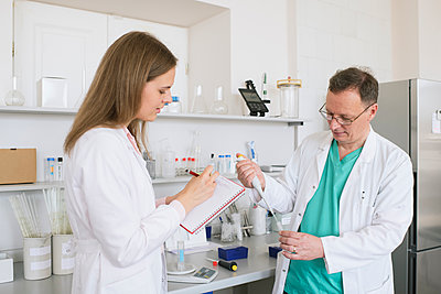 Researchers in white coats working in lab - p300m2250191 by Hernandez and Sorokina