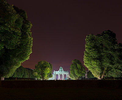 Triumphal arch and Jubelpark at night, Brussels, Belgium - p429m935324 by Alex Holland