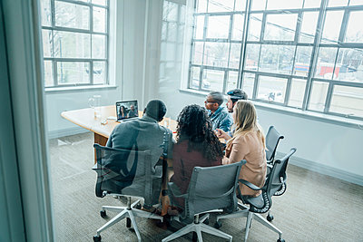 Business people on video conference - p555m1503932 by FS Productions