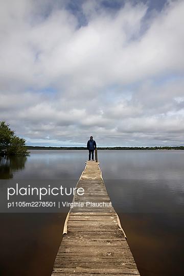 France, Man at the lake Leon - p1105m2278501 by Virginie Plauchut