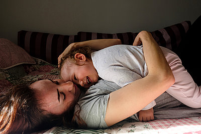 Mother and daughter are hugging at home - p1363m2177569 by Valery Skurydin