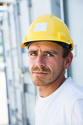Portrait of construction worker - p312m1472588 by Lena Granefelt