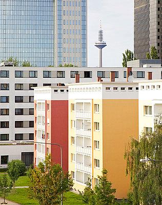 Urban Neighbourhood II - p606m822710 by Iris Friedrich