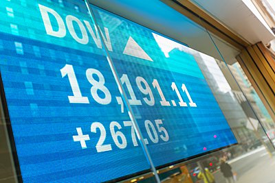 Japanese currency data screen in window, New York, USA - p429m1095395f by Henglein and Steets