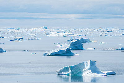Greenland, Ice floes - p741m2108967 by Christof Mattes