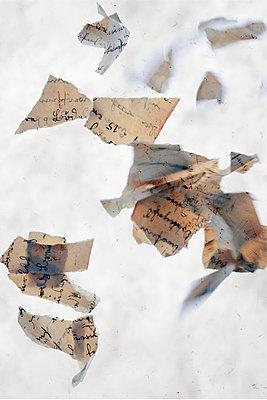 Papierschnipsel    - p450m2044429 by Hanka Steidle