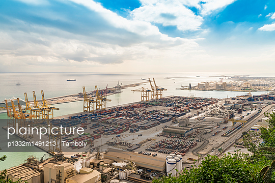 industrial harbor barcelona - p1332m1491213 by Tamboly