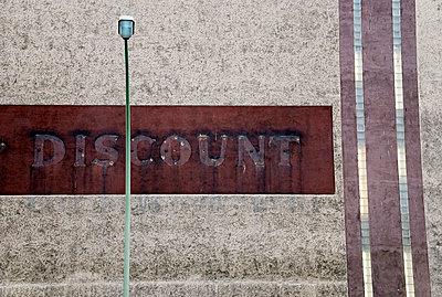 Discounter, Discount, Supermarkt - p9790117 von Leopolder
