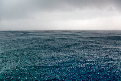 tropical storm and rain over the ocean - p1014m1443069 by Virginie Miramon