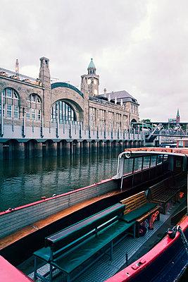 Germany, Hamburg, Port of Hamburg, St. Pauli Landing Stages, Barge, Elbe river - p300m965124f by Mel Stuart