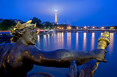 View of Eiffel tower at night - p589m1220686 by Thierry Beauvir