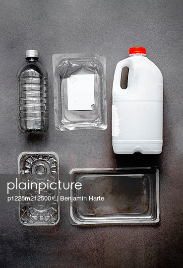 Plastic pollution - p1228m2125001 by Benjamin Harte