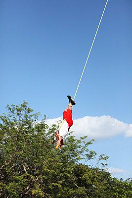 In der Luft hängen lassen - p045m813506 von Jasmin Sander