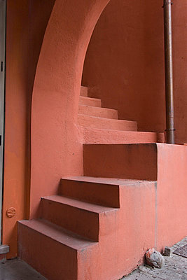 rote treppe - p627m671111 by Hendrik Rauch