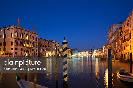 Venedig bei Nacht - p1312m2054955 von Axel Killian