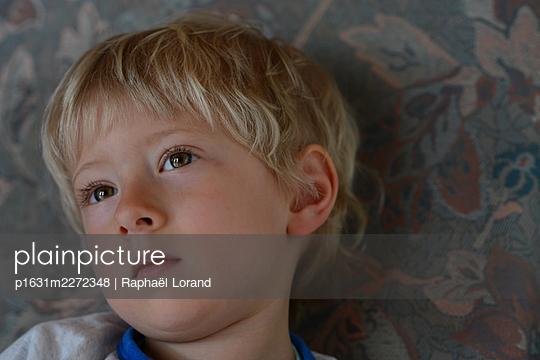 Sensitive toddler  - p1631m2272348 by Raphaël Lorand