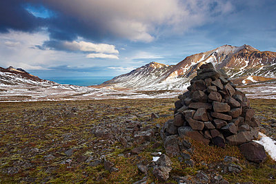 Cairn and mountains in Brunavik valley, a favourite for hikers, Borgarfjorur Eystri fjord, East Fjords area, Iceland, Polar Regions - p8712563 by Patrick Dieudonne