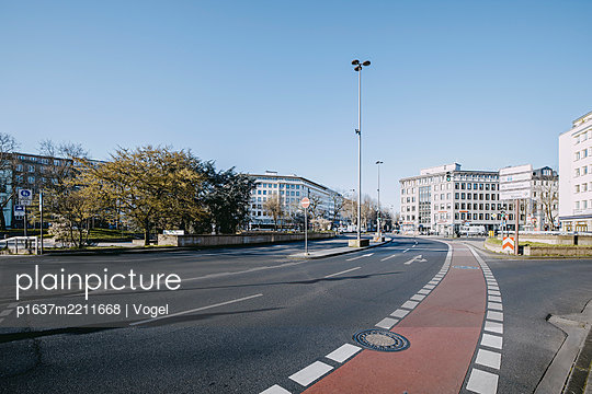 Multi-lane road in Cologne - p1637m2211668 by Vogel