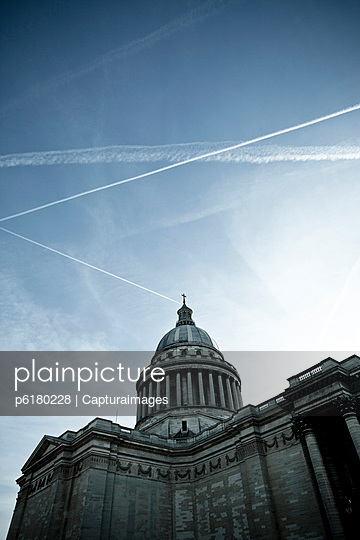 Pantheon in Paris - p6180228 by Capturaimages
