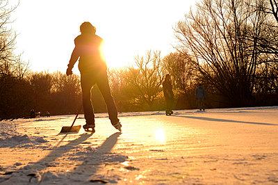 Girl pushing snow - p470m658692 by Ingrid Michel