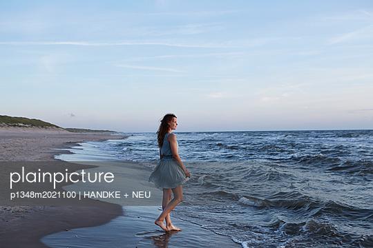 p1348m2021100 by HANDKE + NEU