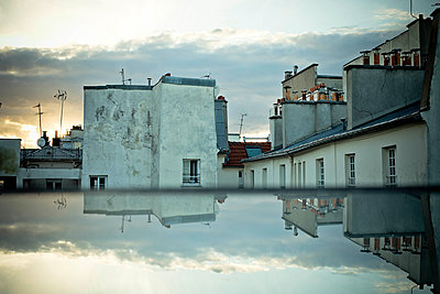 Clouds reflecting in flat roof - p445m1452450 by Marie Docher